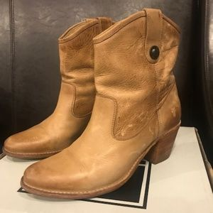 FRYE Jackie Button Short Boots Sz 9